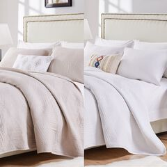 Barefoot Bungalow Parker White Quilt and Pillow Sham Set, LINEN