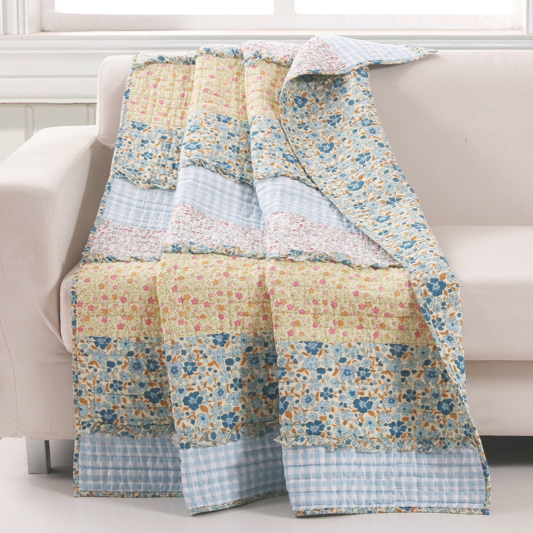 Ditsy Ruffle Quilted Throw Blanket, MULTI